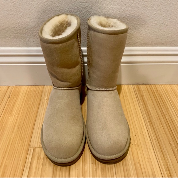 5d6a128b9e4 NEW Classic Short Ugg Boots. Sand color. Size 7